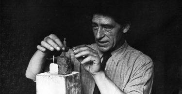 Anne Maurel, Avec ce qu'il resterait à dire sur une figurine d'Alberto Giacometti, Hippocampe