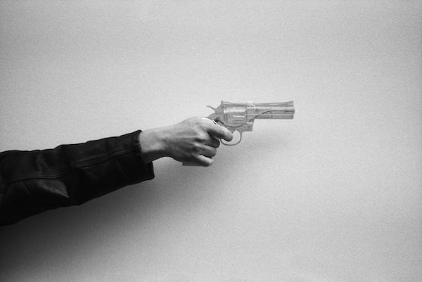 États de l'enquête dans le roman policier En attendant Nadeau